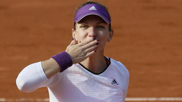 La Roumaine Simona Halep après sa victoire en quart de finale de Roland-Garros sur la Russe Svetlana Kuznetsova, le 4 juin 2014 [PATRICK KOVARIK / AFP]
