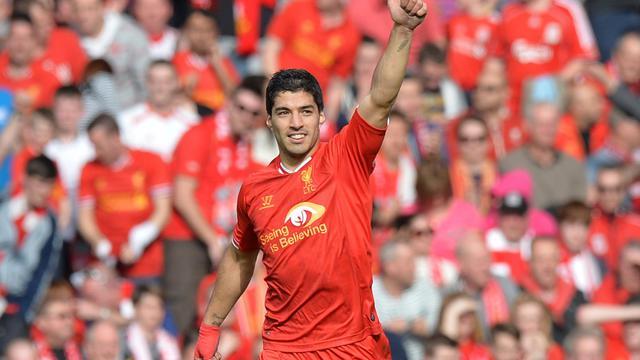 L'attaquant uruguayen Luis Suarez, avec Liverpool la saison dernière, lors d'un match de championnat à domicile contre Tottenham le 30 mars 2014 [Paul Ellis / AFP/Archives]