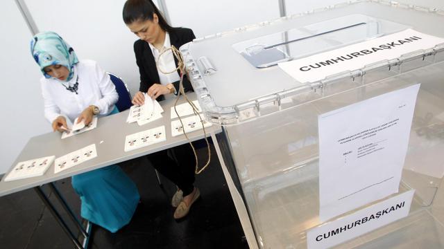 La communauté turque d'Allemagne a commencé à voter pour l'élection présidentielle en Turquie le 31 juillet 2014 à Essen [Roland Weihrauch / DPA/AFP]
