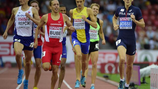 Le Français Pierre-Ambroise Bosse (d) lors de sa série du 800 m des Championnats d'Europe d'athlétisme, le 12 août 2014 à Zurich [Olivier Morin / AFP]