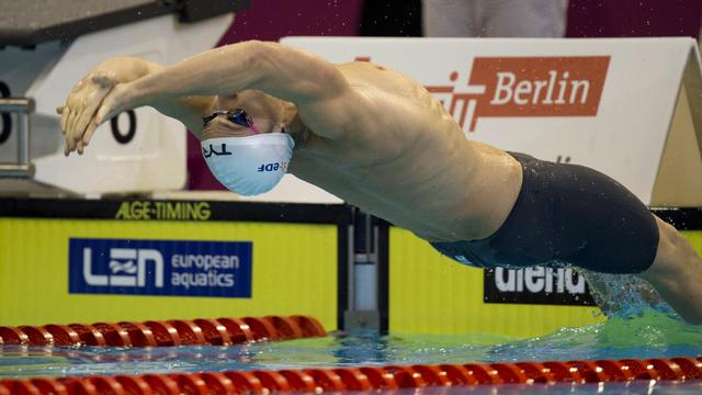 Le Français Jérémy Stravius, lors des demi-finales du 50 m dos, aux Championnats d'Europe, à Berlin, le 20 août 2014 [John Macdougall / AFP]