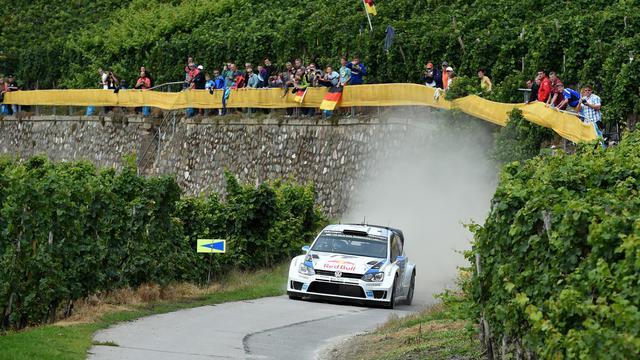 La Polo de Sebastien Ogier le 22 août lors de la 2e journée du Rallye d'Allemagne à Trier [Patrik Stollarz / AFP]