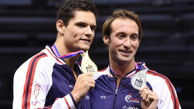 Florent Manaudou et Fabien Gilot sur le podium après avoir remporté l'or et l'argent du 100 m libre  lors des Championnats d'Europe le 22 août 20104 à Berlin [Tobias Schwarz / AFP]