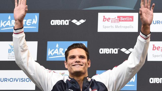 Le nageur français Florent Manaudou sur le podium du 100 m libre des championnats d'Europe de natation, le 22 août 2014 à Berlin. [Damien Meyer / AFP]