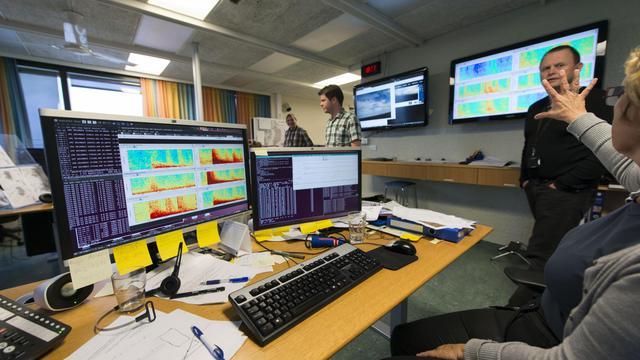 L'activité du Bardarbunga suivie par les experts du service météorologique islandais (IMO) le 23 août 2014 à Reykjavik [Halldor Kolbeins  / AFP]
