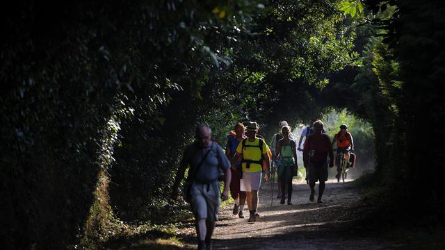 Des pélerins sur le chemin de Saint James  à Pedrouzo à 25 km de Saint-Jacques de Compostelle, le 21 août 2014 [Miguel Riopa / AFP]