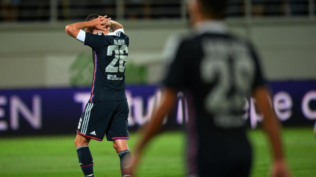 L'ailier lyonnais Gaël Danic, abattu comme ses coéquipiers, après l'élimination de l'OL par Astra Giurgiu en Ligue Europa, le 28 août 2014 à Giurgiu [ / AFP]