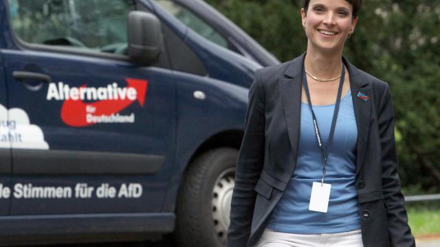 Frauke Petry, la chef de file du parti anti-euro Alternative für Deutschland, qui entre pour le première fois dans un parlement régional, en Saxe, le 31 août 2014 à Dresde [Sebastian Willnow / DPA/AFP]