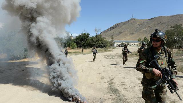 A quelques kilomètres au sud de Kaboul, l'immense base entourée de collines arides sert de camp d'entraînement aux commandos appelés à devenir le fer de lance de la jeune armée afghane après le retrait programmé des forces de l'Otan: photo 5 aout 2014 [Shah Marai / AFP]