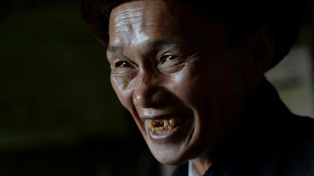 Le chaman chinois Zhao Fucheng, 74 ans, le 3 février 2014, dans son village de Qiuka dans la province de Guangxi [Mark Ralston / AFP]