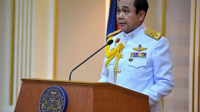 Le général Prayut Chan-O-Cha lit un communiqué le 25 août 2014 à Bangkok après avoir été approuvé dans ses fonctions de Premier ministre par le roi de Thaïlande [Gouvernement thailandais / AFP]