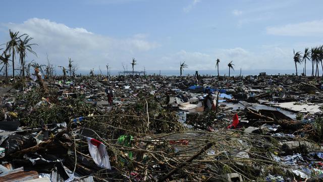 La côte à Tacloban, après le passage du typhon, le 10 novembre 2013 [Ted Aljibe / AFP]