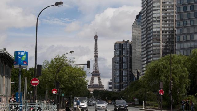 L'ancien logement de Frigide Barjot est situé près de la tour Eiffel.
