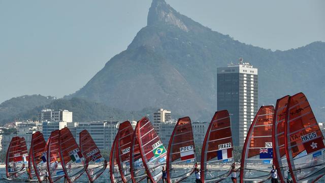 Une régate féminine, premier événement test en prévision des jeux Olympiques et Paralympiques 2016, dans la baie de Rio de Janeiro, au Brésil, le 3 août 2014. [Yasuyoshi Chiba / AFP]