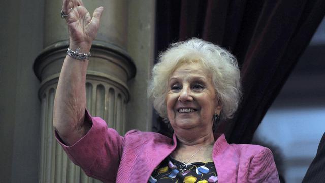 Estella Carlotto, la dirigeante historique des Grands-mères de la Place de Mai, qui cherche à retrouver les enfants d'opposants politiques argentins enlevés à leur mère ou nés en captivité durant le régime militaire (1976-1983), le 10 décembre 2011 à Buenos Aires [Juan Mabromata / AFP/Archives]