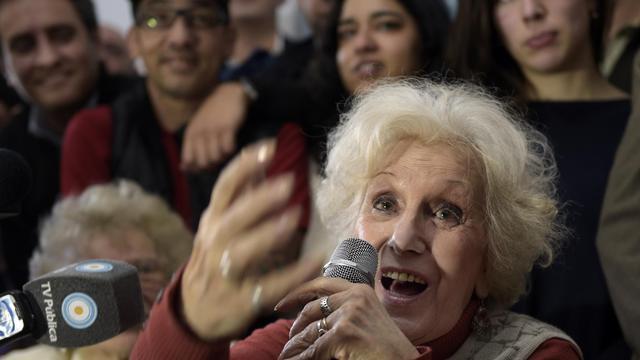 Estela de Carlotto, la présidente des Grand-mères de la place de Mai, qui a retrouvé son petit-fils Guido, 36 ans après la mort de sa mère, le 5 mai 2014 lors d'une conférence de presse à Buenos Aires [Ezequiel AMIGO / AFP]