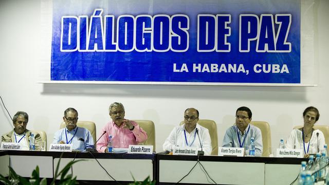 Les membres de la commission historique, nommée dans le cadre des négociations entre le gouvernement colombien et la guérilla des Farc, donnent une conférence de presse à La Havane (Cuba), le 21 août 2014 [Yamil Lage / AFP]