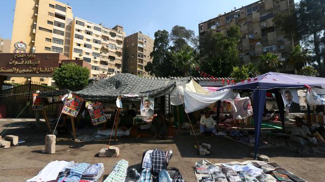 Des partisans de Mohamed Morsi ont planté des tentes dans les rues du Caire, le 18 juillet 2013 [Marwan Naamani  / AFP]