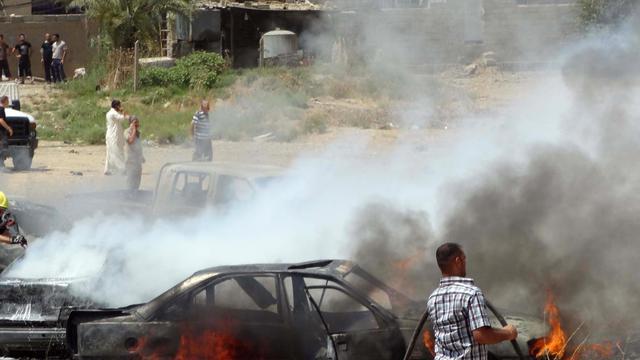 Explosion d'une bombe le 25 juillet 2014 devant la mosquée al-Mustafale 25 juillet 2014 à Kirkouk [Marwan Ibrahim / AFP/Archives]