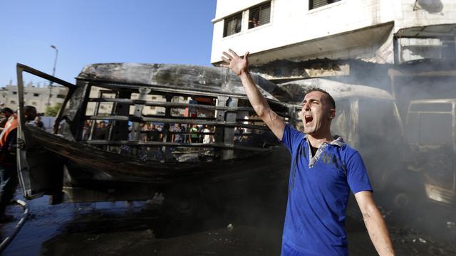 Un véhicule touché par un tir israélien le 31 juillet 2014 à Gaza [Mohammed Abed / AFP]