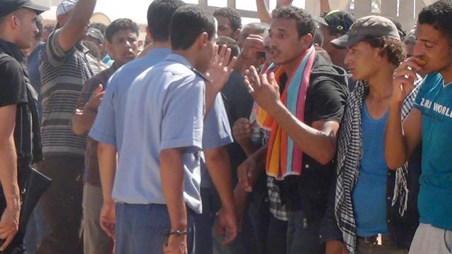 Heurts à la frontière entre la Tunisie et la Libye, à Ras Jedir le 1er août 2014 [F. Nasri / AFP]