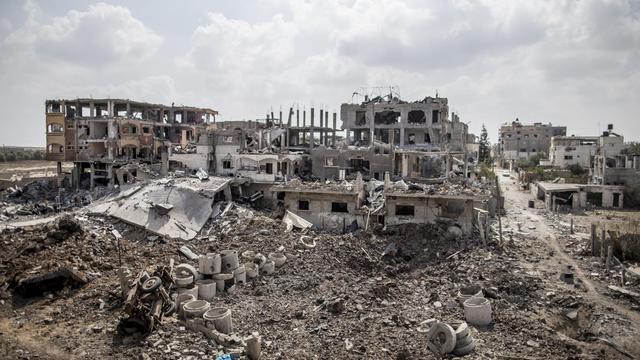 Vue générale des destructions à Gaza dans le quartier de Beit Hanun, au début de la trève humanitaire de trois jours, acceptée par Israël et le Hamas, le 5 août 2014 [Marco Longari / AFP]