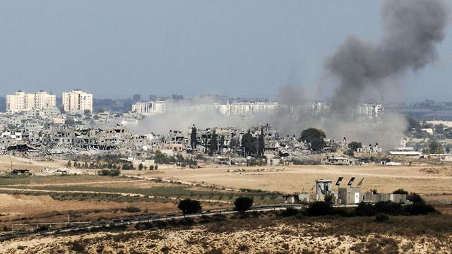 Fumée sur Gaza après une frappe israélienne dimanche 10 aout 2014 [David Buimovitch / AFP]