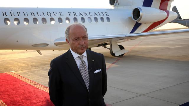 Le ministre des Affaires étrangères français Laurent Fabius, le 10 août 2014, sur l'aéroport d'Erbil en Irak [Safin Hamed / AFP]