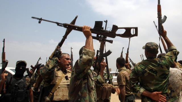 Des combattants chiites enrôlés pour combattre l'Etat islamique à Jurf al-Sakhr, au sud de Bagdad, le 18 août 2014 [Ali al-Saadi / AFP/Archives]