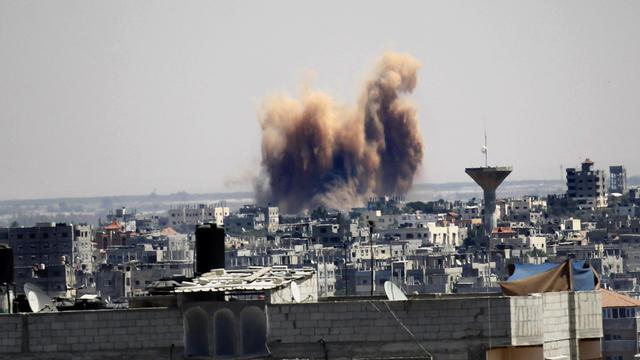 Fumée et poussière à Rafah dans la bande de Gaza le 21 aout 2014, suite à une frappe israélienne [Said Khatib / AFP/Archives]