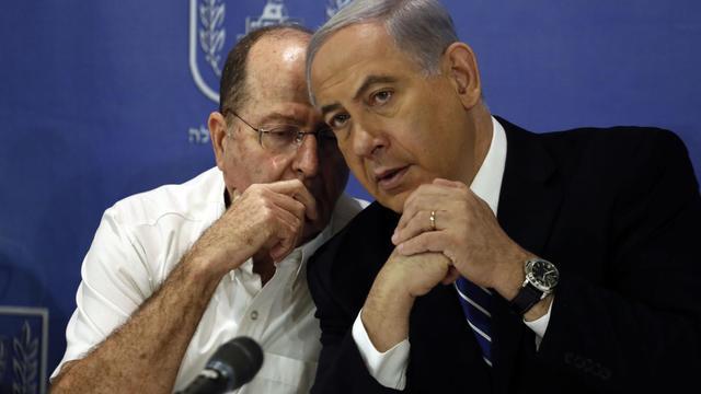 Le Premier ministre israélien Benjamin Netanyahu  et son ministre de la Défense  Moshe Yaalon (g) le 24 août 2014à Tel Aviv, en Israël [Gali Tibbon / AFP]