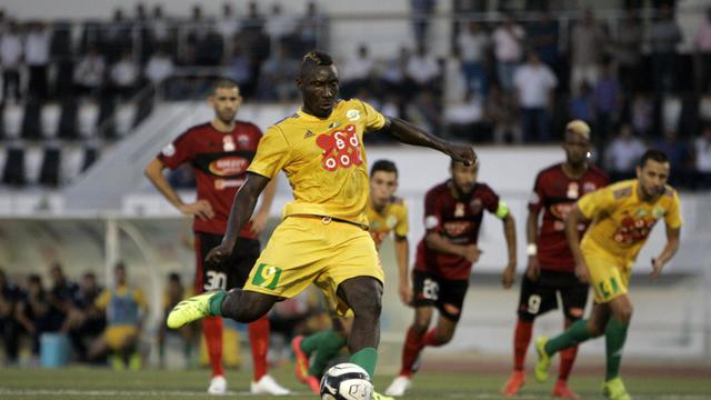 Le joueur de la JS Kabylie, Albert Ebossé, lors du match contre l'USM d'Alger à Tizi Ouzou (Algérie) le 23 août 2014 [- / AFP]