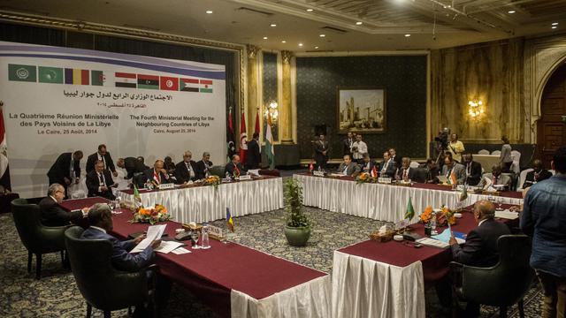 Les ministres des Affaires étrangères des pays bordant la Libye, se retrouvent le 25 août 2014 au Caire pour discuter de la situation libyenne [Khaled Desouki / AFP]