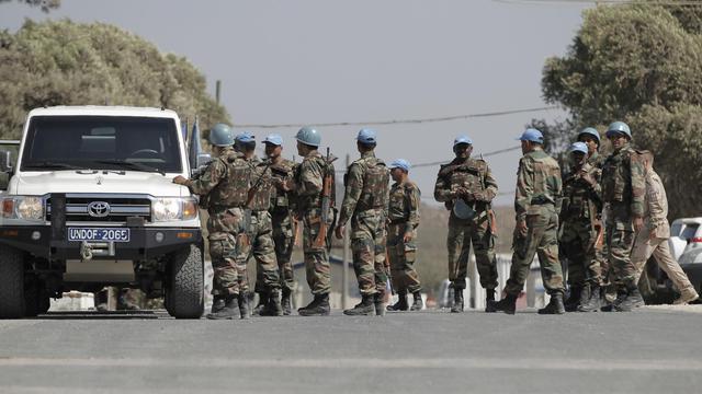 Des Casques bleus au siège des Nations Unies près du point de passage entre Israêl et la Syrie, le 30 août 2014 [Ahmad Gharabli / AFP]