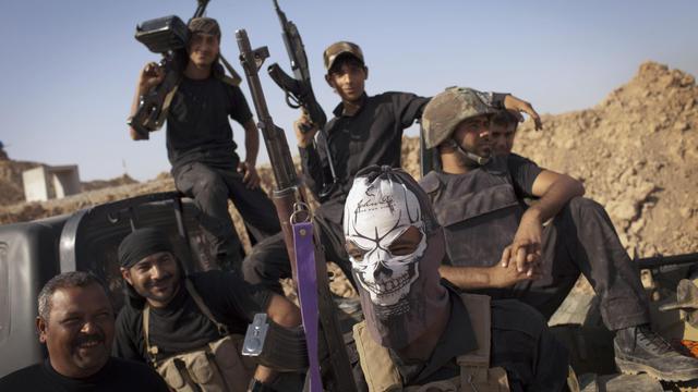 Des miliciens irakiens chiites lors d'affrontements contre des combattants de l'Etat islamique, le 31 août 2014 à Tuz Khurmatu, au sud de Kirkouk [J.M Lopez / AFP]