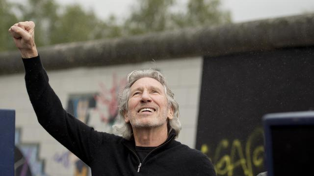 Roger Waters pose devant le Mur de Berlin, le 3 septembre 2013 [Odd Andersen / AFP]