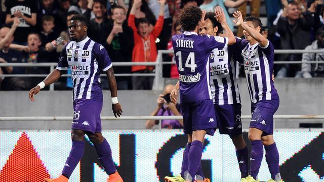 Wissam Ben Yedder célèbre son but avec ses équipiers de Toulouse lors d'un match de L1 contre Valenciennes, le 17 mai 2014 à Toulouse. [Rémy Gabalda / AFP]