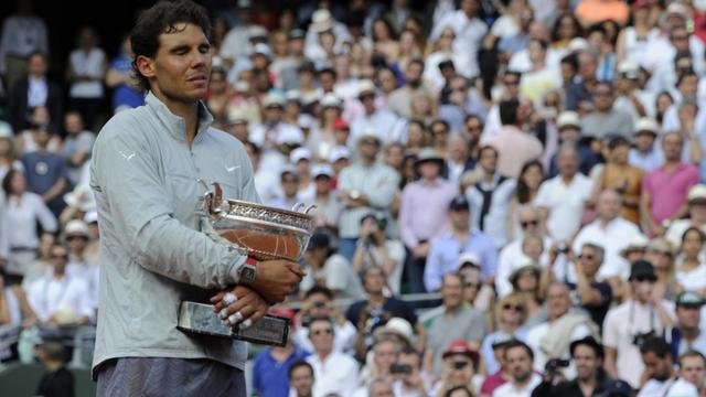 L'Espagnol Rafael Nadal savoure sa 9e victoire à Roland-Garros, le 8 juin 2014 [Dominique Faget / AFP]