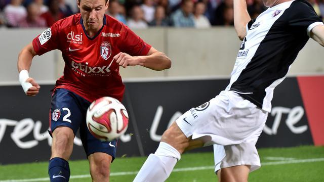 Le défenseur de Lille Sébastien Corchia (g) face à Metz, le 9 août 2014 au Stade Pierre Mauroy [Philippe Huguen / AFP]