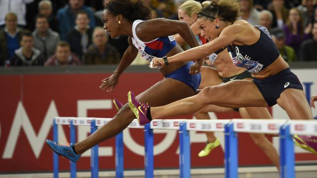 La Britannique Tiffany Porter, victorieuse du 100 m haies devant la Française Cindy Billaud, aux Championnats d'Europe, le 13 août 2014 à Zurich [Fabrice Coffrini / AFP]