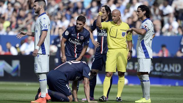 L'attaquant du PSG Zlatan Ibrahimovic à terre, blessé aux côtes, contre Bastia le 16 août 2014 au Parc des Princes [Stéphane de Sakutin / AFP]