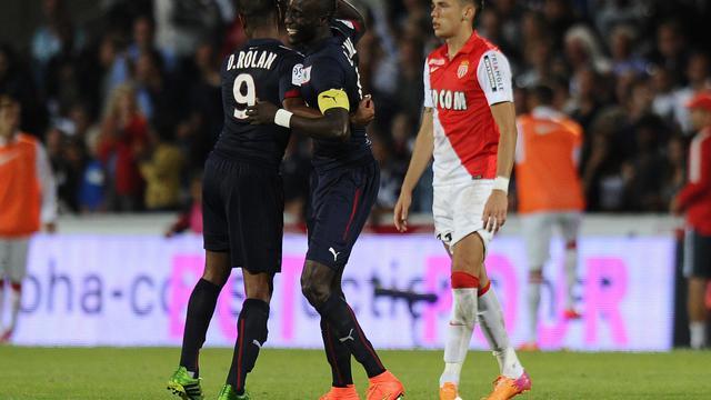 Diego Rolan et Ludovic Sané se congratulent après l'un des quatre buts des Girondins face à Monaco, le 17 août 2014 à Bordeaux [Nicolas Tucat / AFP]