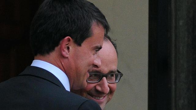 Le Premier ministre Manuel Valls (g) et le président François Hollande  sur le perron de l'Elysée après une réunion le 25 août 2014 [Dominique Faget / AFP]