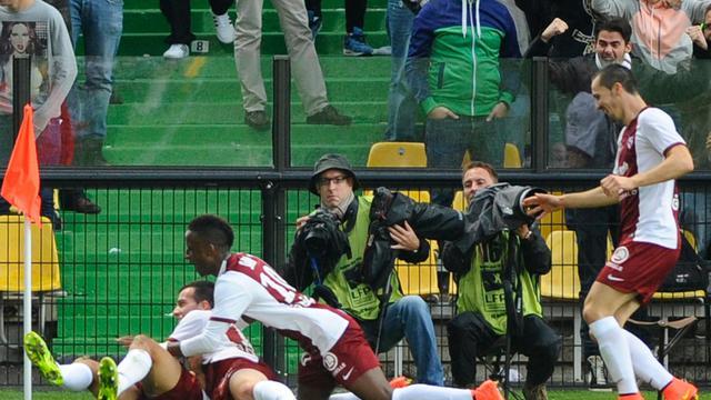 Explosion de joie pour les joueurs de Metz, victorieux de Lyon en Ligue 1, le 31 août 2014 au stade Saint-Symphorien [ / AFP]