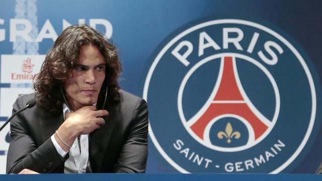 L'attaquant international uruguayen Edinson Cavani, lors d'une conférence de presse, le 16 juillet 2013 à Paris [Jacques Demarthon / AFP]