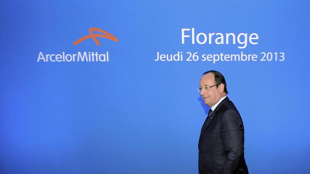 Le président François Hollande arrive pour rencontrer les salariés d'ArcelorMittal à Florange, le 26 septembre 2013 [Nicolas Bouvy / Pool/AFP]