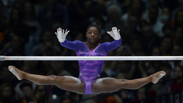 La gymnaste américaine Simone Biles aux barres asymétriques lors des  Mondiaux de gymnastique à Anvers 0f59c8897d0