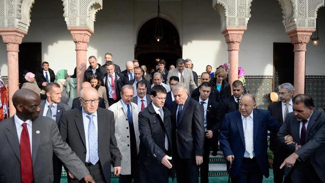 Jean-Marc Ayrault et Manuel Valls à la Mosquée de Paris, le 15 octobre 2013 [Martin Bureau / AFP]