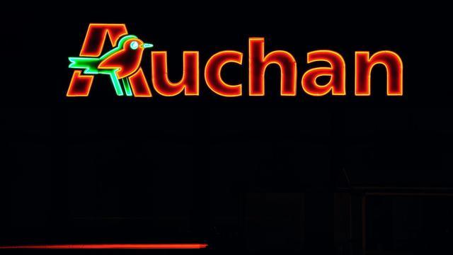 Le logo du groupe Auchan, qui confirme la suppression d'environ 300 postes d'ici à 2016 en France [Philippe Huguen / AFP/Archives]