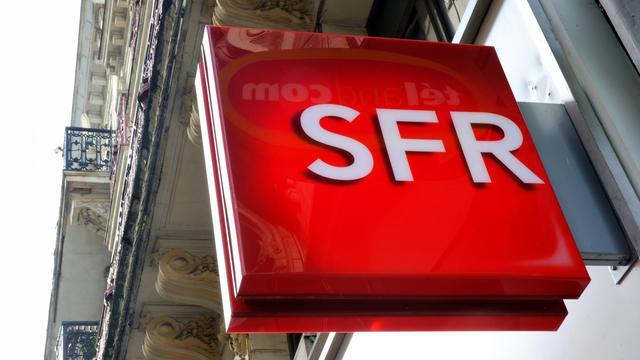 Le logo de l'opérateur SFR, dans une rue de Lille, le 24 février 2014 [Philippe Huguen / AFP/Archives]